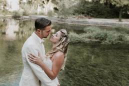 photo couple mariage au bord de l'eau