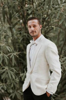 portrait marié costume blanc