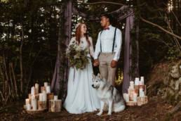 cérémonie laïque dans une foret avec un loup