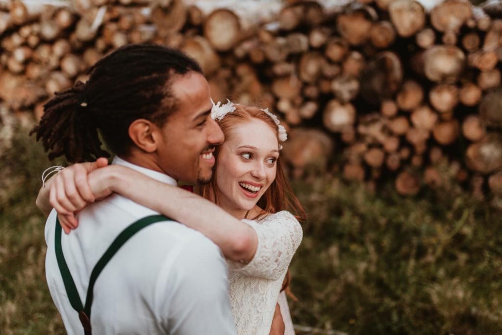 photo couple mariage heureux et bohème