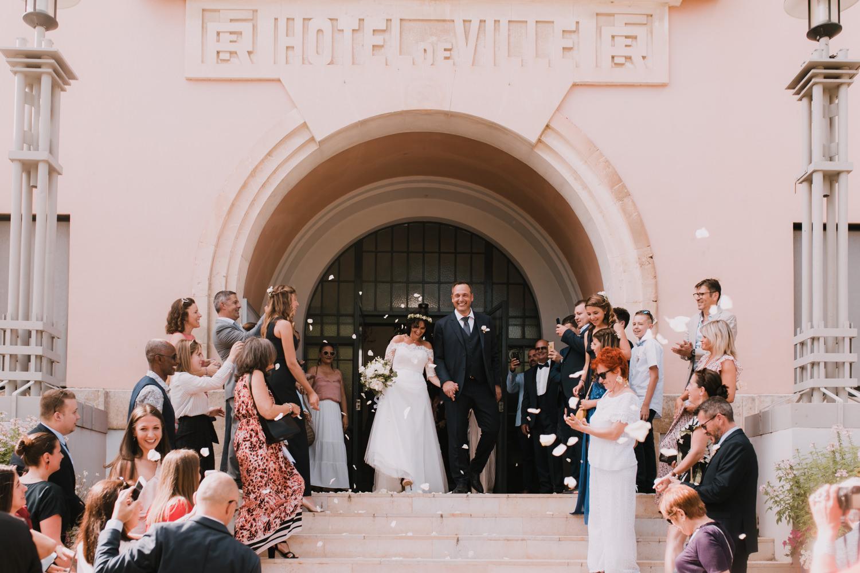 Photographe de mariage à Montpellier, sortie de la mairie